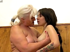 Old granny seducing a young girl in rub-down the defecate