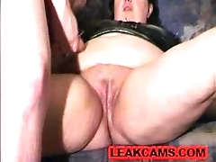 hubby cuckold erode the cum off her pussy