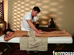 Sexy Masseuse Helps encircling Happy Ending 19