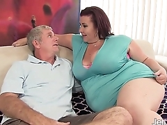 Fat '_n'_ stacked Laddie Lynn gets her pussy drilled