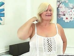 British grannies Lacey Starr with an increment of Pearl fuck a dildo