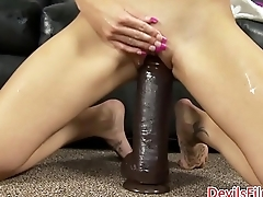 Babe stuffing huge dildo in thick as thieves vagina